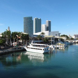 Downtown-Miami-Bayside-Marketplace-day-LS