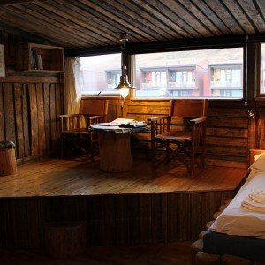 LODGE IN LONGYEARBYEN (4)