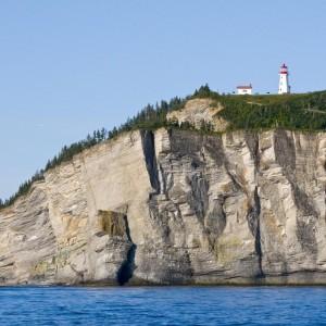Le phare de cap Gaspé perché sur sa falaise © Le Québec maritime-Marc Loiselle