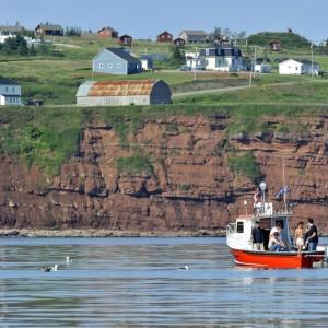 Pêcheurs sur un bateau près du village de Cap-d'Espoir (Percé) ©Le Québec maritime-Marc Loiselle