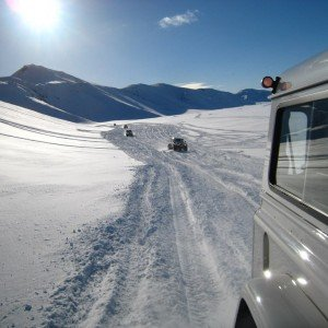 Driving_in_snowtracks