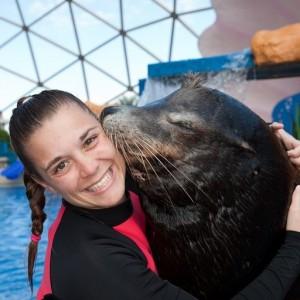 Miami-Seaquarium-trainer-with-seal-CU
