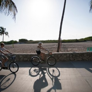 South-Beach-Lummus-Park-Leisure-Bicyclists-MS