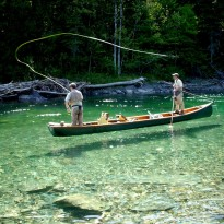 Un pêcheur accompagné en vaut deux