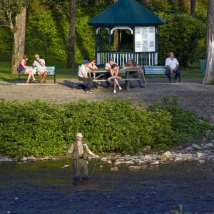 Pêcheur de saumon-parc des Fourches-Causapscal 3 © Le Québec maritime-Marc Loiselle