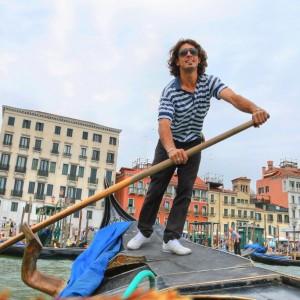 VENISE ITALIE – Gondolier ( Copyright  Pavel Ilyukhin )