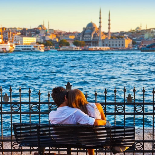 ISTANBUL TURQUIE – COUPLE – © Tatiana Popova