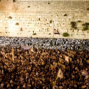 JERUSALEM_La foule devant le Mur des lamentationst©Israeli Ministry of Tourism_Noam Chen